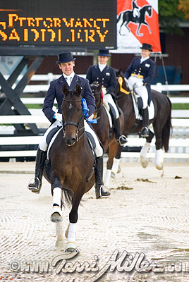 Leading the victory gallop, ready for a solo round...